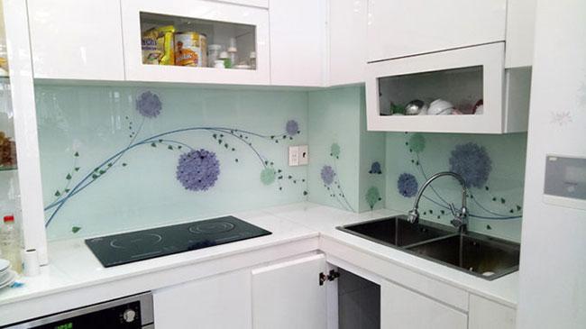 kính ốp bếp hoa văn trang trí