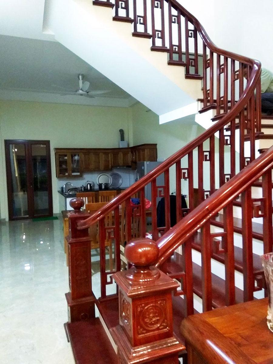 cầu thang gỗ truyền thống