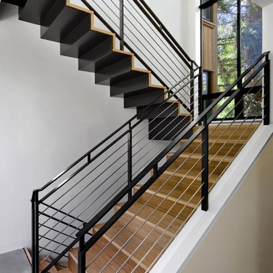 cầu thang sắt kết hợp với gỗ